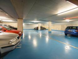 34 Poliklinika Karlov - garáž pro klienty a personál 2