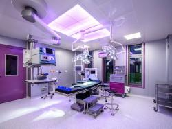 19 GIA clinic operační sál s barevným laminárním polem