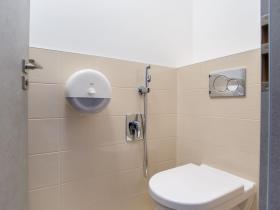 28 GIA clinic -  WC zázemí pro klienty